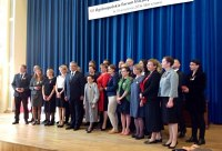 Na zdjęciu: odznaczeni społecznicy z Prezydentem Bronisławem Komorowskim